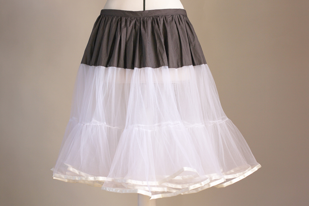 Petticoat tutorial by Thisblogisnotforyou.com