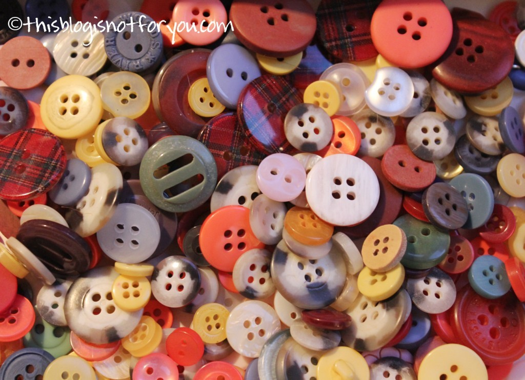 craft ideas with buttons by thisblogisnotforyou.com