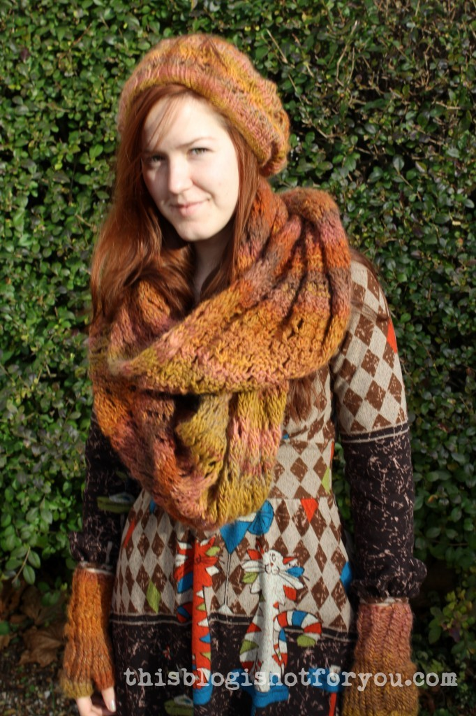 knitted beanie, mittens and scarf by thisblogisnotforyou.com